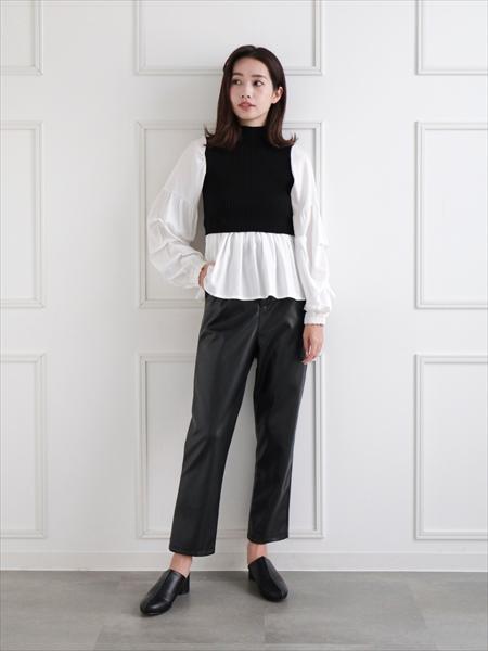 clearのフェイクレザーパンツを使ったコーディネートを紹介します。|Rakuten Fashion(楽天ファッション/旧楽天ブランドアベニュー)1059895