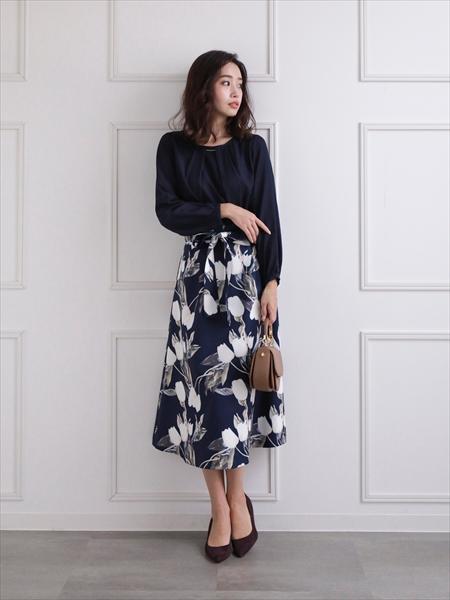 clearの花柄フレアスカートを使ったコーディネートを紹介します。 Rakuten Fashion(楽天ファッション/旧楽天ブランドアベニュー)1061243