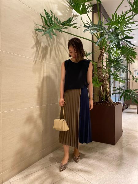 CAST:のプリーツアシメコンビドレスを使ったコーディネートを紹介します。|Rakuten Fashion(楽天ファッション/旧楽天ブランドアベニュー)1061814