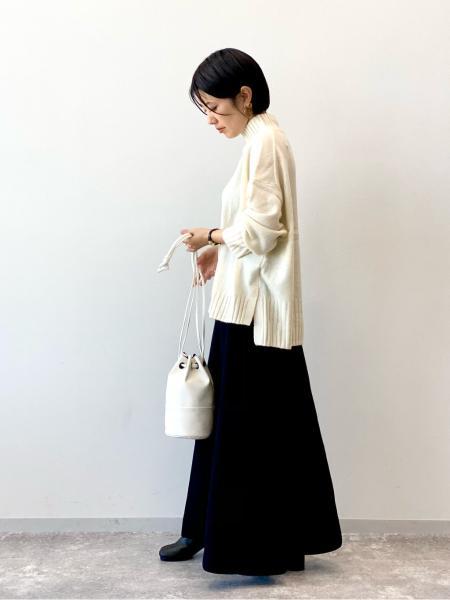 LAKOLEのエコレザー巾着バッグを使ったコーディネートを紹介します。|Rakuten Fashion(楽天ファッション/旧楽天ブランドアベニュー)1062334