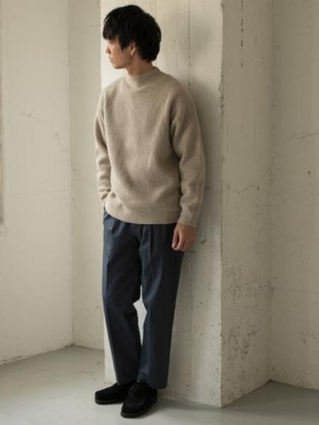 URBAN RESEARCH DOORSの【一部WEB限定カラー/サイズ】スモーキートーン ワンタックパンツを使ったコーディネートを紹介します。|Rakuten Fashion(楽天ファッション/旧楽天ブランドアベニュー)1064500