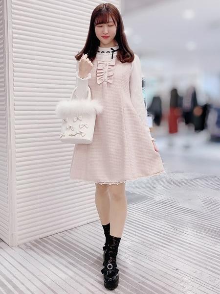 LODISPOTTOのスウィートツイードフリルジャンパースカートを使ったコーディネートを紹介します。 Rakuten Fashion(楽天ファッション/旧楽天ブランドアベニュー)1064522
