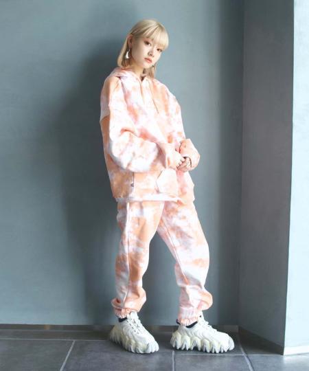 grapevine by k3のSweatpants Sweat Tie Dyeを使ったコーディネートを紹介します。 Rakuten Fashion(楽天ファッション/旧楽天ブランドアベニュー)1064887