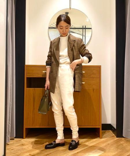 Demi-Luxe BEAMSのAK+1 / テーパード スウェットパンツを使ったコーディネートを紹介します。|Rakuten Fashion(楽天ファッション/旧楽天ブランドアベニュー)1066401