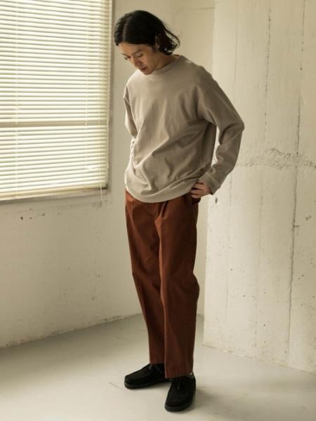 URBAN RESEARCH DOORSの【一部WEB限定カラー/サイズ】スモーキートーン ワンタックパンツを使ったコーディネートを紹介します。|Rakuten Fashion(楽天ファッション/旧楽天ブランドアベニュー)1066552