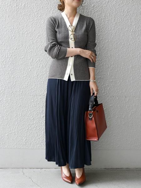 SHIPSのSHIPS any: ウールリブ Vネック ニットカーディガンを使ったコーディネートを紹介します。 Rakuten Fashion(楽天ファッション/旧楽天ブランドアベニュー)1069980