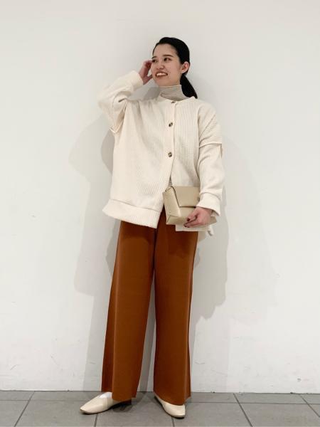LAKOLEの(W)Uカットソフトパンプスを使ったコーディネートを紹介します。 Rakuten Fashion(楽天ファッション/旧楽天ブランドアベニュー)1070744