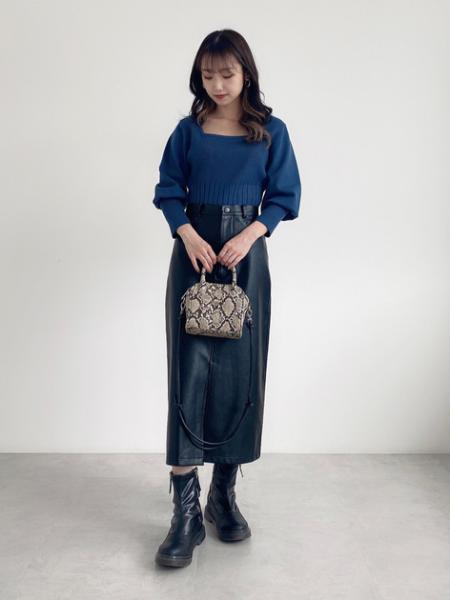 FREE'S MARTのスクエアネックボリュームスリーブ長袖ニットを使ったコーディネートを紹介します。|Rakuten Fashion(楽天ファッション/旧楽天ブランドアベニュー)1071304