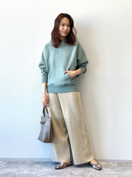 LAKOLEの(W)Vカットギャザーパンプスを使ったコーディネートを紹介します。|Rakuten Fashion(楽天ファッション/旧楽天ブランドアベニュー)1071518