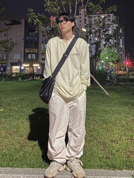 VIVASTUDIOのVIVASTUDIO/(U)TYPE LOOF PIGMENT TEEを使ったコーディネートを紹介します。 Rakuten Fashion(楽天ファッション/旧楽天ブランドアベニュー)1071960