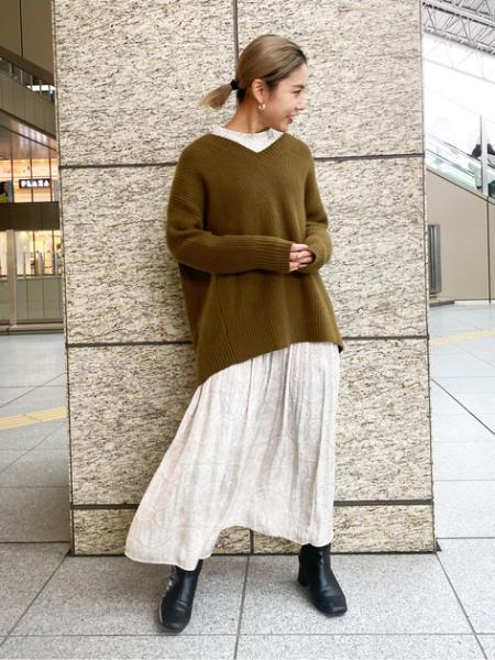 N. Natural Beauty Basic*のアンゴラ混Vネック畔ニットを使ったコーディネートを紹介します。 Rakuten Fashion(楽天ファッション/旧楽天ブランドアベニュー)1072961