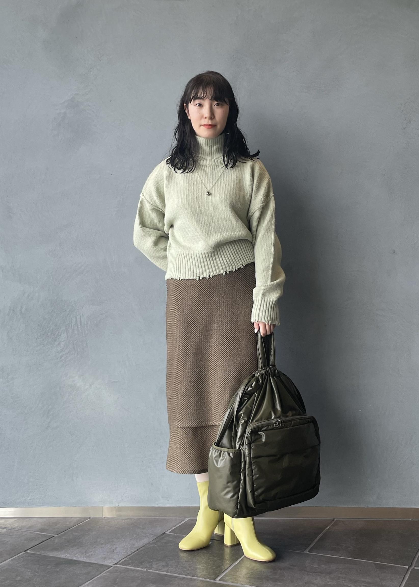 ADAM ET ROPE'の【WEB限定】フリンジタートルショートプルオーバーを使ったコーディネートを紹介します。 Rakuten Fashion(楽天ファッション/旧楽天ブランドアベニュー)1074361