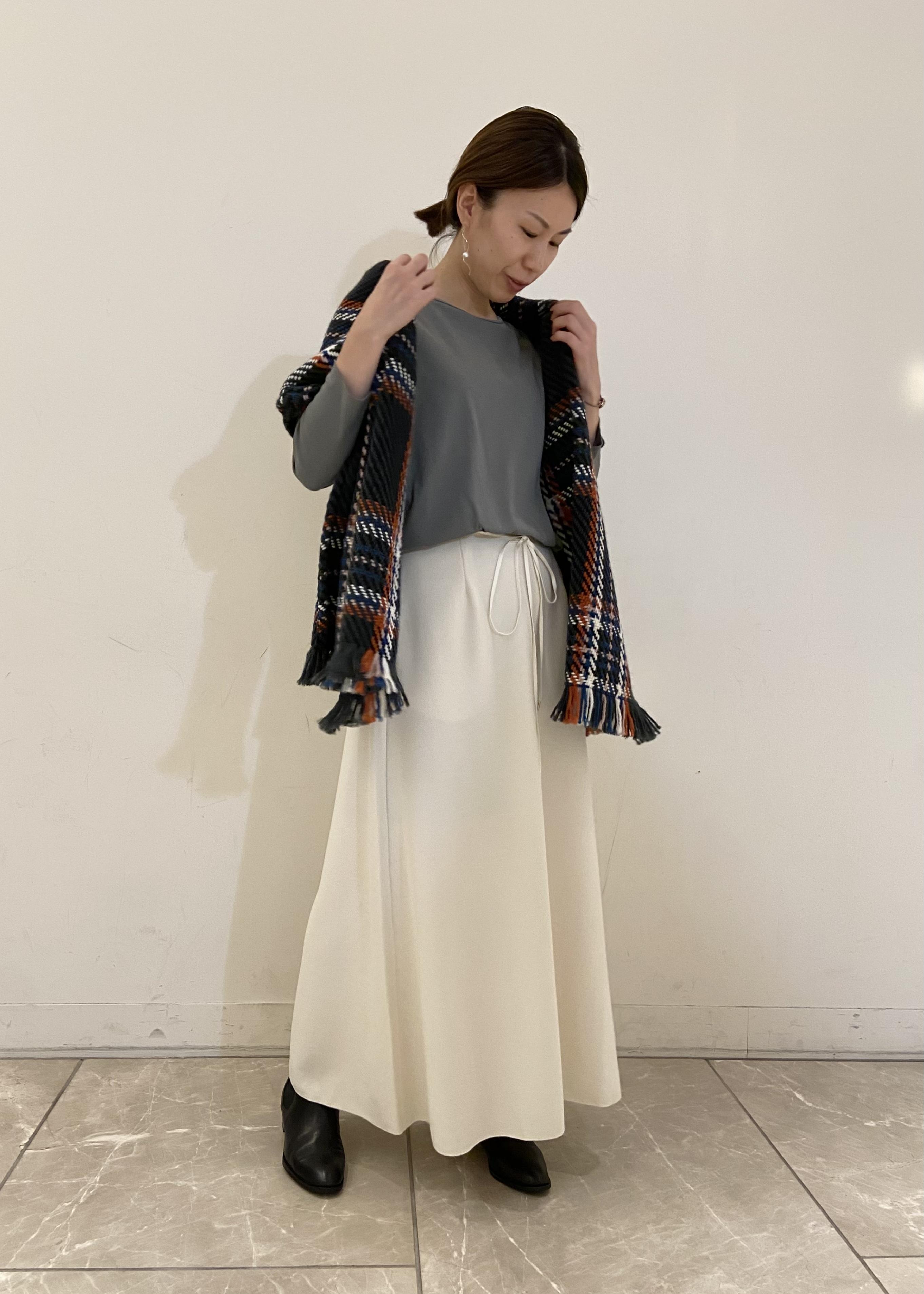 SALON adam et rope'の【セットアップ対応】大人ジャージーロングフレアースカートを使ったコーディネートを紹介します。|Rakuten Fashion(楽天ファッション/旧楽天ブランドアベニュー)1077870