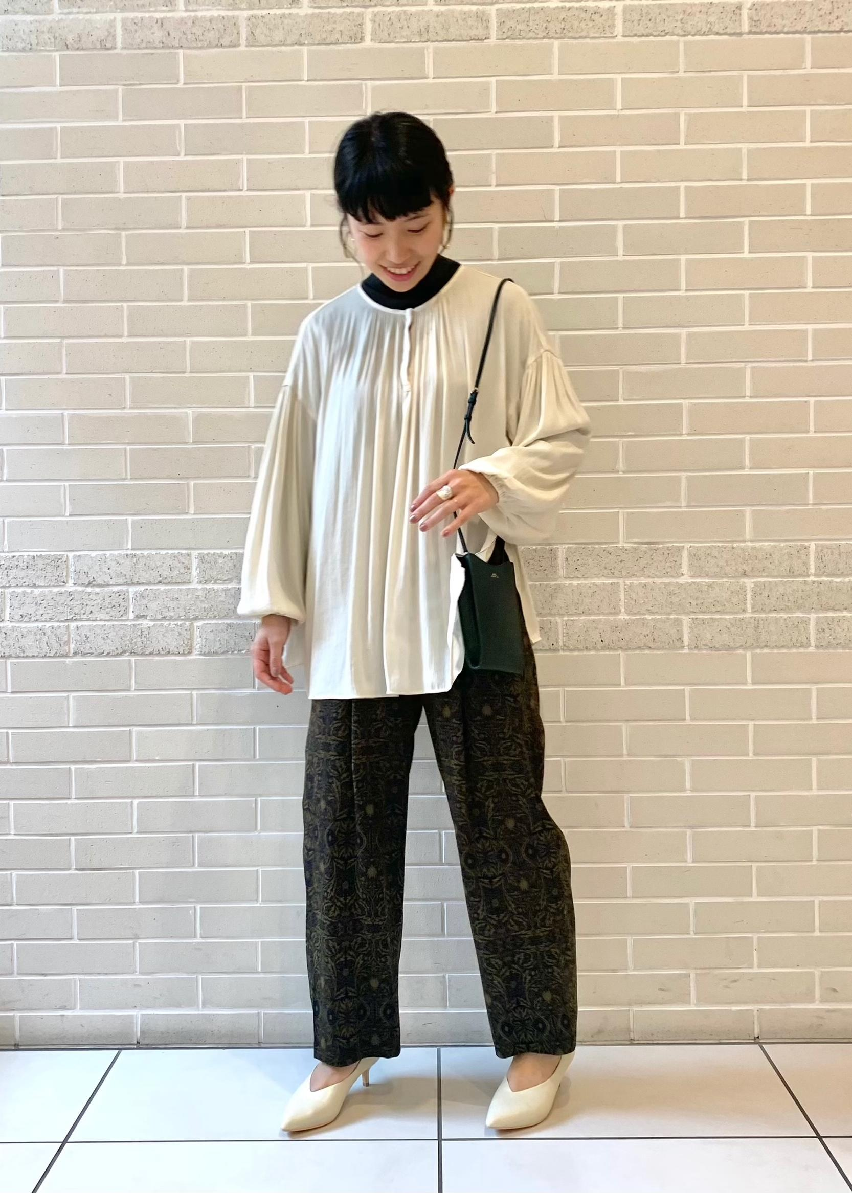 SALON adam et rope'のバルーンスリーブドルマンブラウスを使ったコーディネートを紹介します。|Rakuten Fashion(楽天ファッション/旧楽天ブランドアベニュー)1077875