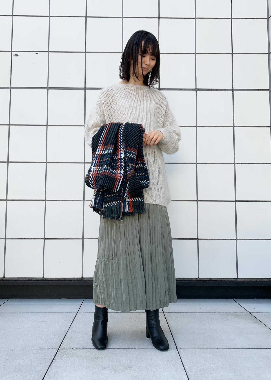 SALON adam et rope'のふわふわタッチホールガーメントプルオーバーを使ったコーディネートを紹介します。|Rakuten Fashion(楽天ファッション/旧楽天ブランドアベニュー)1077884