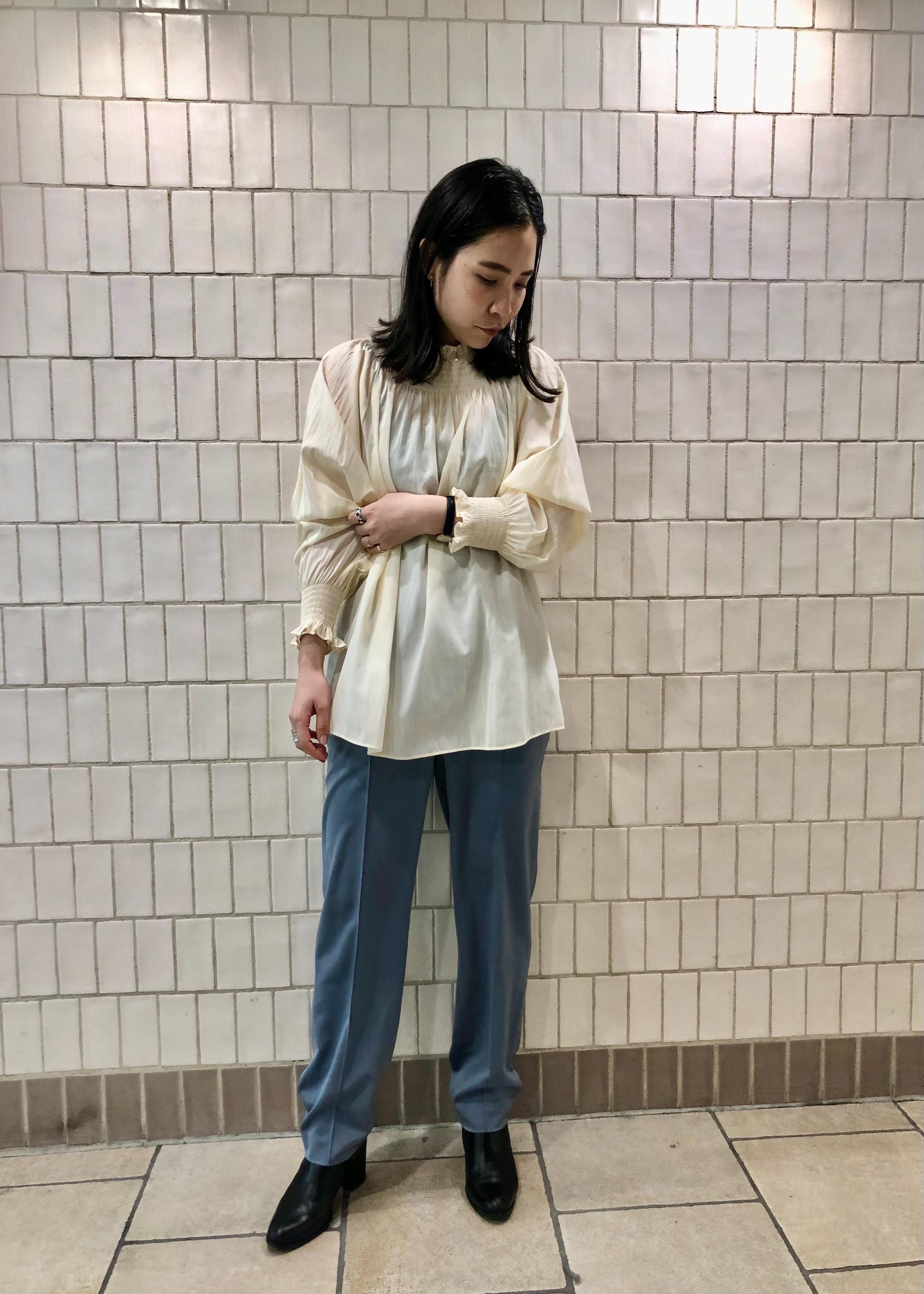 SALON adam et rope'のリラックステーパードパンツを使ったコーディネートを紹介します。|Rakuten Fashion(楽天ファッション/旧楽天ブランドアベニュー)1077960