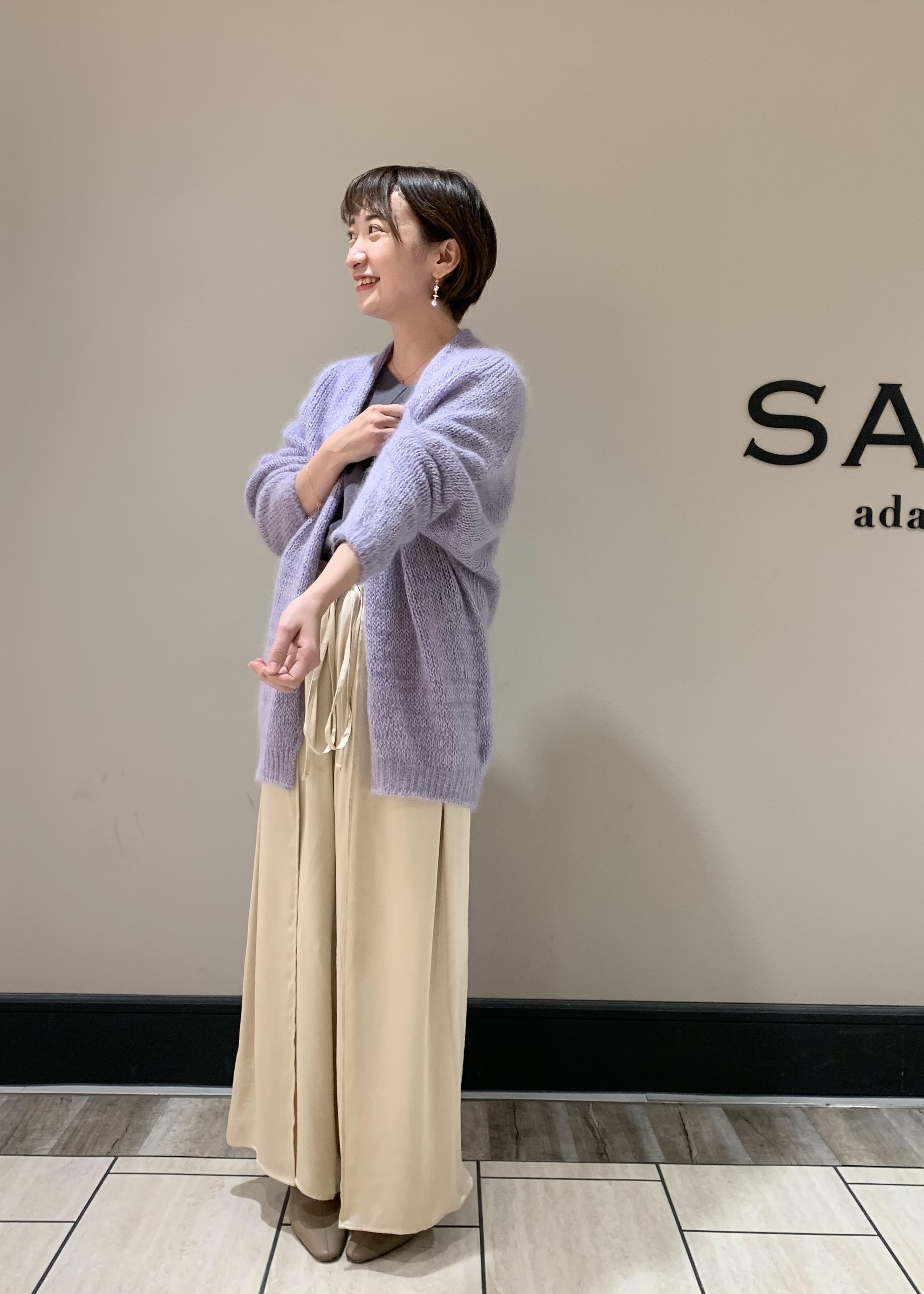 SALON adam et rope'の【店頭人気アイテム!】洗える!ニットタンク付きVネックプルオーバーを使ったコーディネートを紹介します。|Rakuten Fashion(楽天ファッション/旧楽天ブランドアベニュー)1077753
