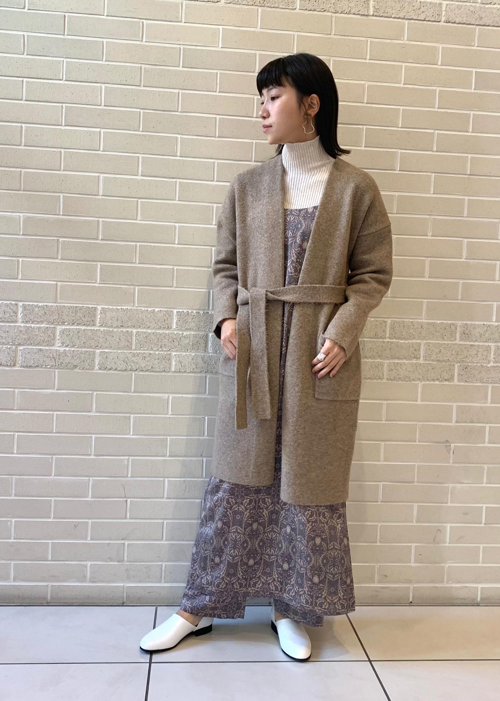 SALON adam et rope'のサテンボタニカルプリントキャミドレスを使ったコーディネートを紹介します。|Rakuten Fashion(楽天ファッション/旧楽天ブランドアベニュー)1077838