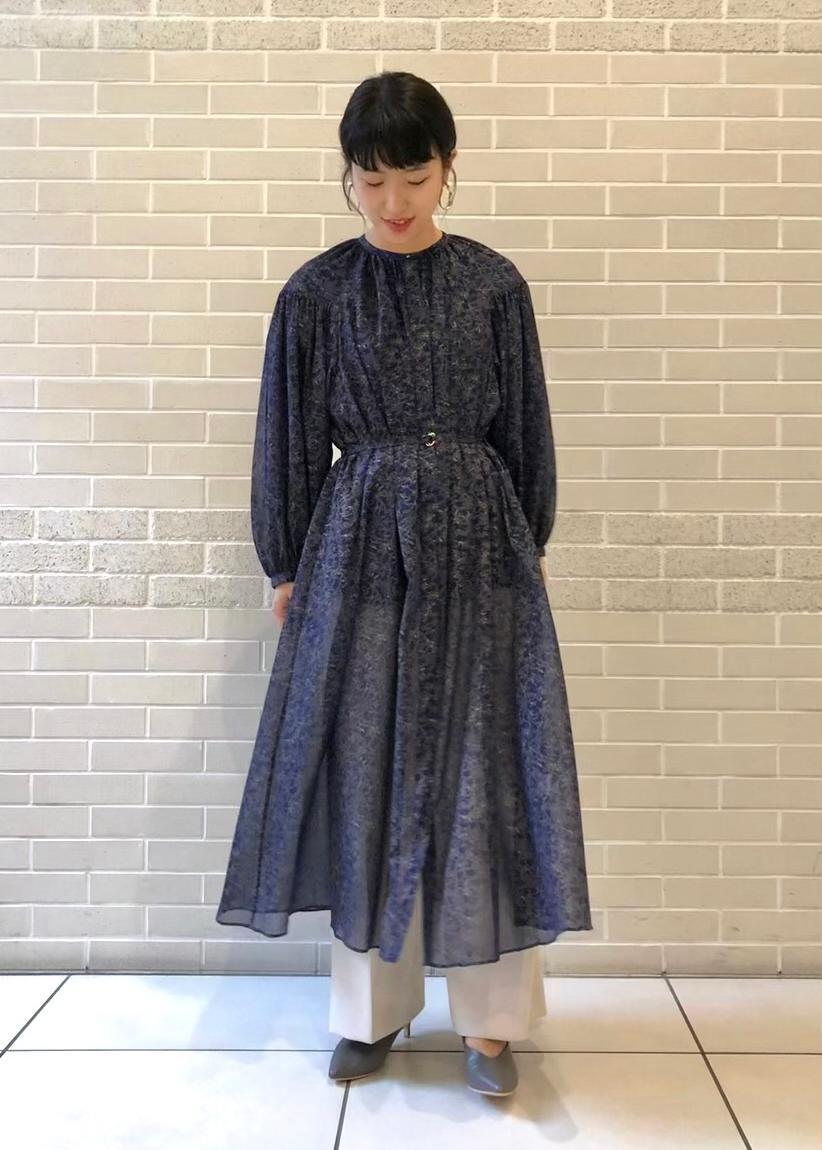 SALON adam et rope'のレザーVカットパンプスを使ったコーディネートを紹介します。|Rakuten Fashion(楽天ファッション/旧楽天ブランドアベニュー)1077843