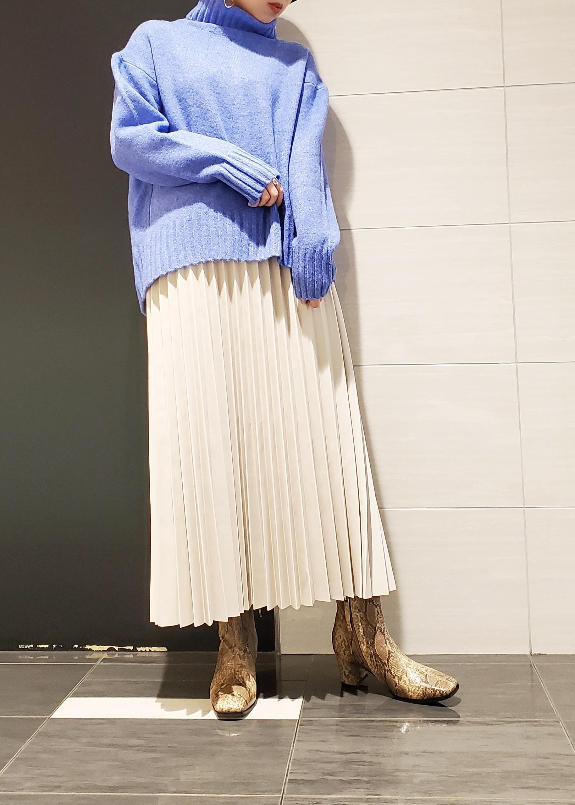 ViSのエコレザープリーツスカートを使ったコーディネートを紹介します。|Rakuten Fashion(楽天ファッション/旧楽天ブランドアベニュー)1078590