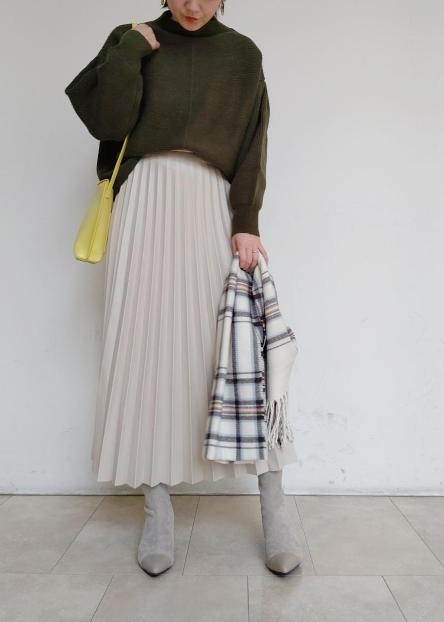 ViSのエコレザープリーツスカートを使ったコーディネートを紹介します。|Rakuten Fashion(楽天ファッション/旧楽天ブランドアベニュー)1078471
