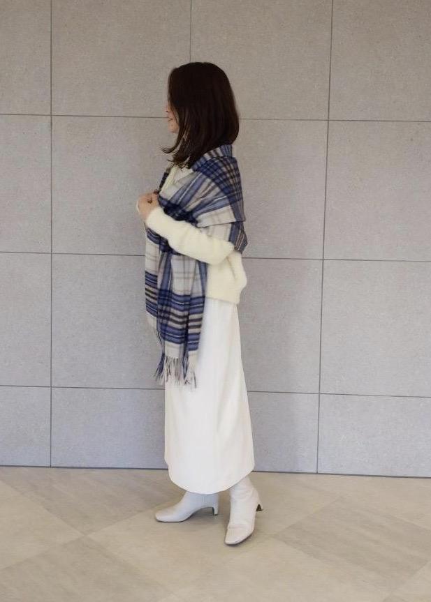 ROPE'のVネックジャンパースカートを使ったコーディネートを紹介します。 Rakuten Fashion(楽天ファッション/旧楽天ブランドアベニュー)1078795