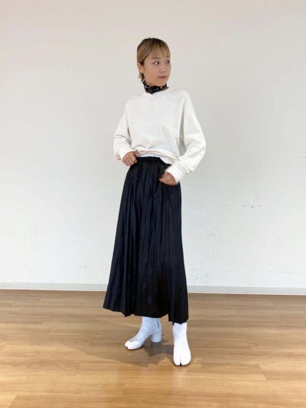BEAUTY & YOUTH UNITED ARROWSのBY∴ レザーライクサテンプリーツスカートを使ったコーディネートを紹介します。|Rakuten Fashion(楽天ファッション/旧楽天ブランドアベニュー)1079152