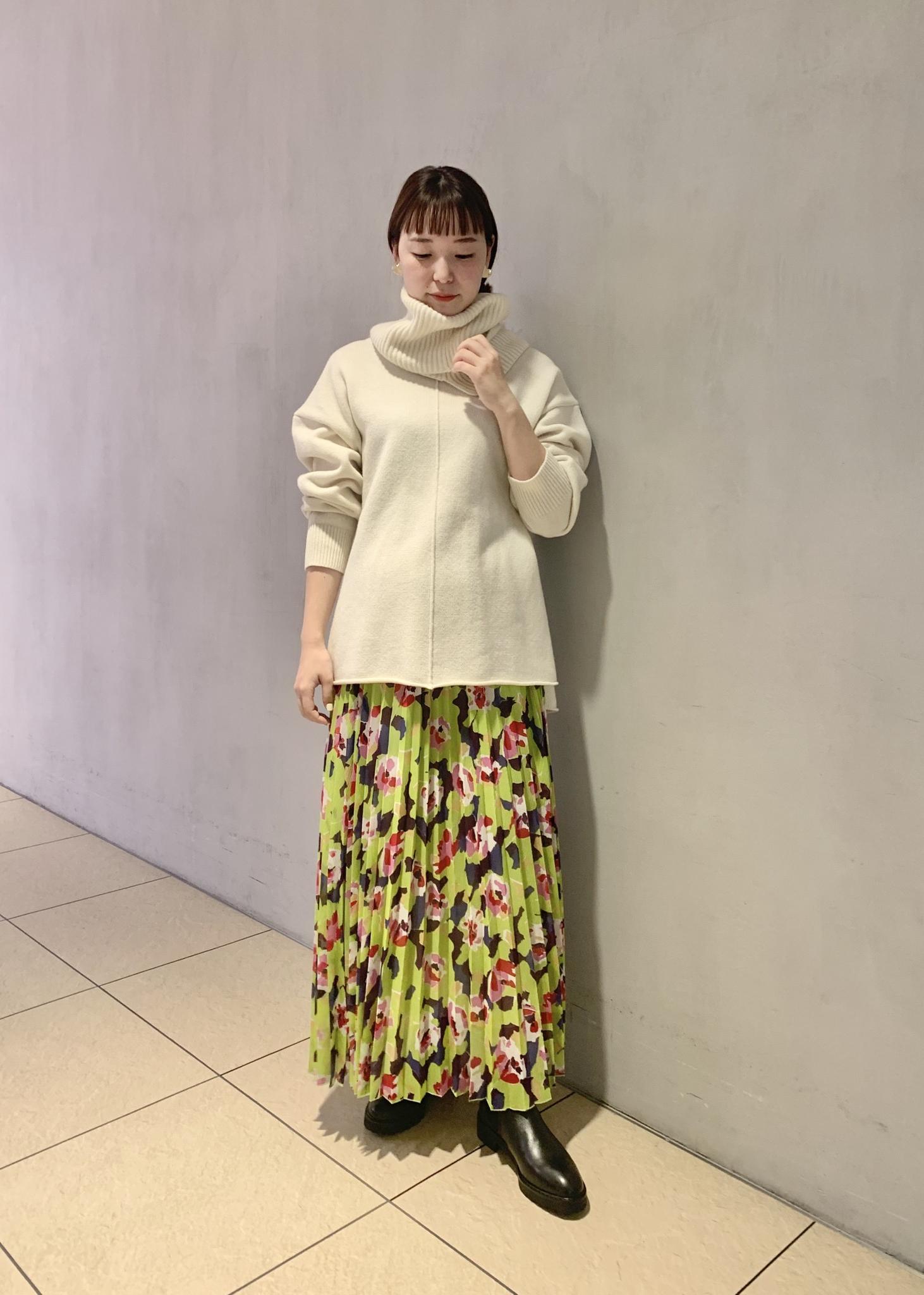 ADAM ET ROPE'の幾何フラワー楊柳プリーツスカートを使ったコーディネートを紹介します。|Rakuten Fashion(楽天ファッション/旧楽天ブランドアベニュー)1080003