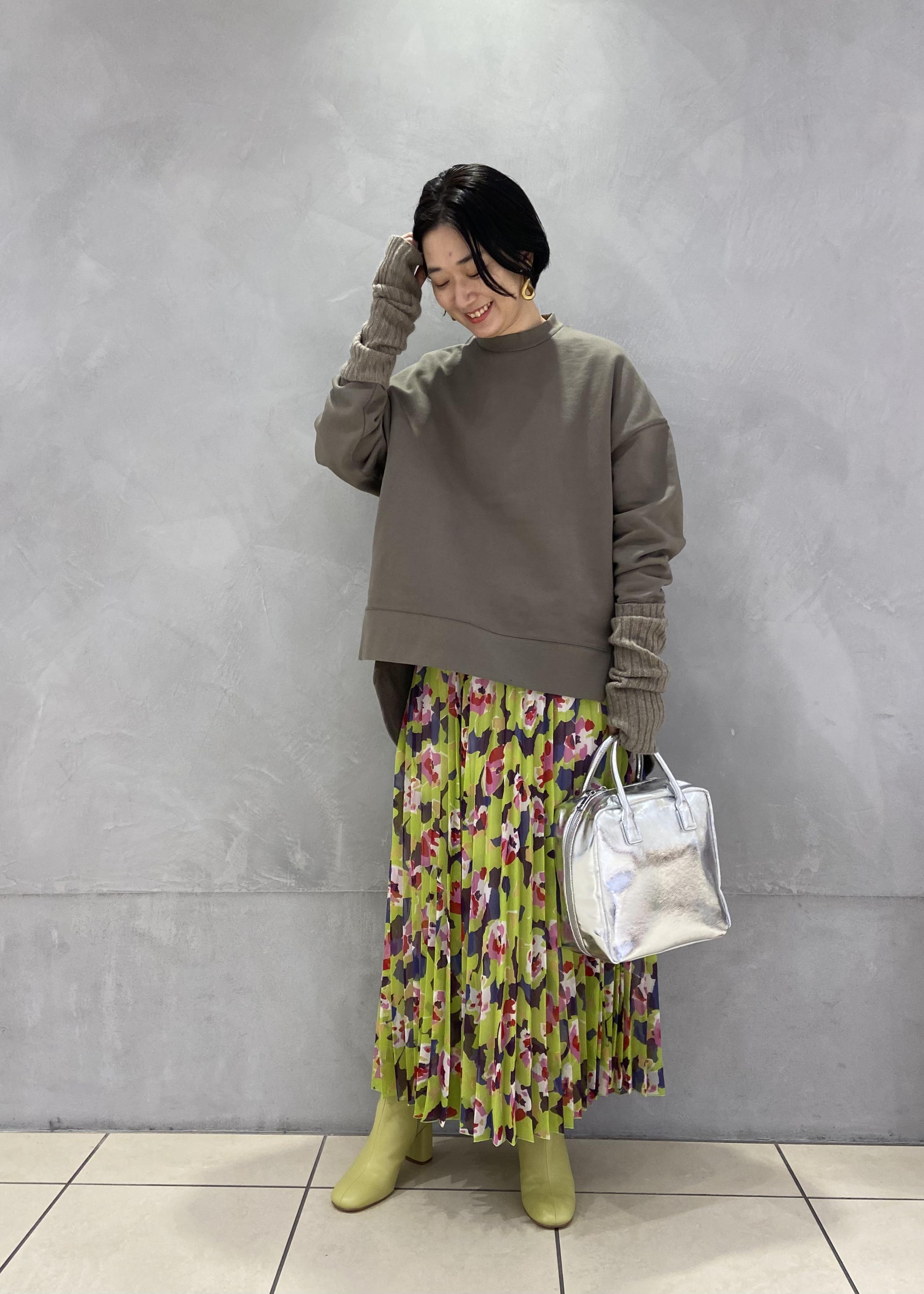 ADAM ET ROPE'の【セットアイテム】アームウォーマー付スウェットプルオーバーを使ったコーディネートを紹介します。|Rakuten Fashion(楽天ファッション/旧楽天ブランドアベニュー)1080041