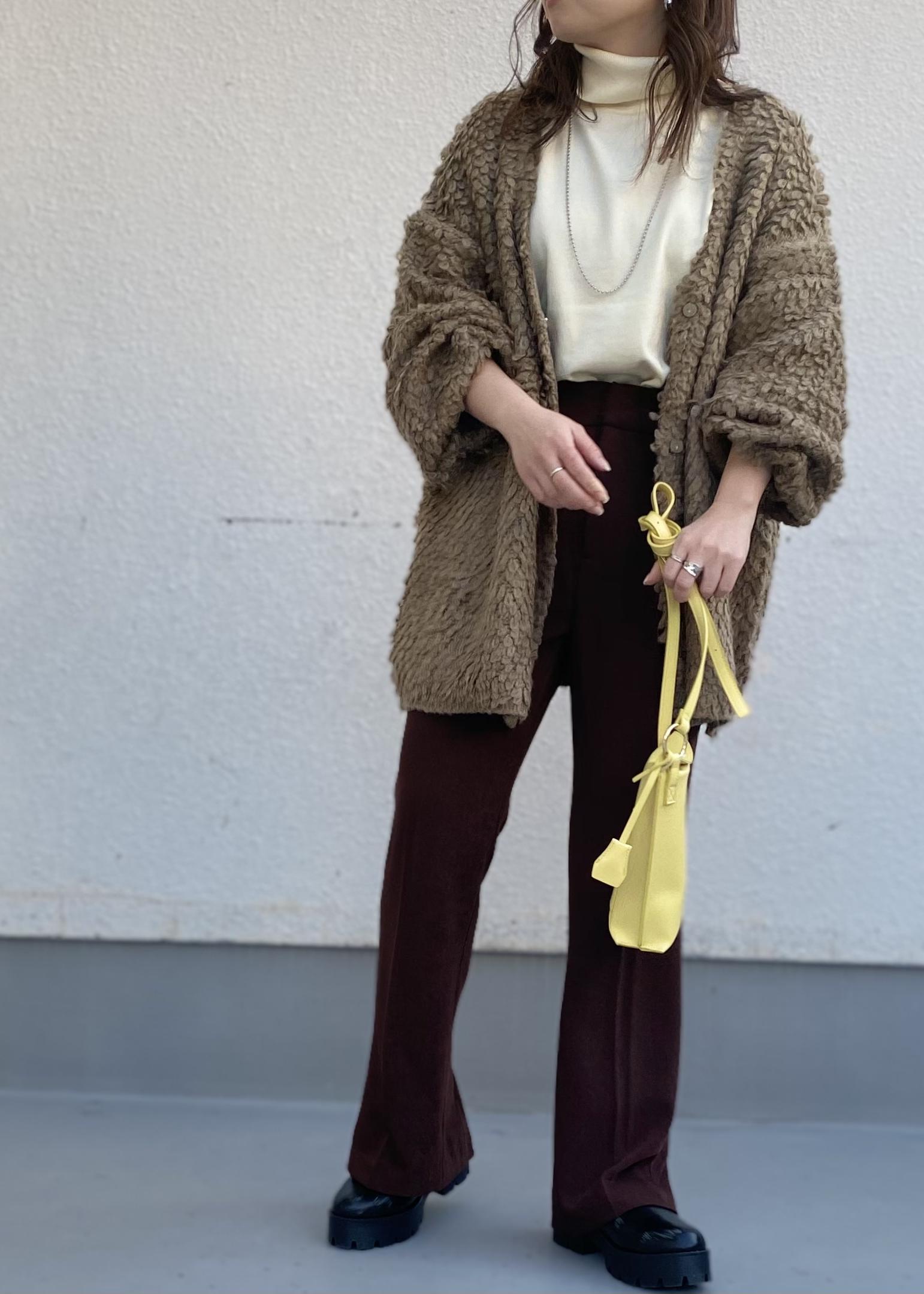 ViSのループ編みVネックカーディガンを使ったコーディネートを紹介します。|Rakuten Fashion(楽天ファッション/旧楽天ブランドアベニュー)1080281