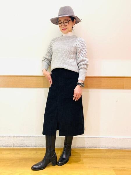 GAPの(W)Aライン コーデュロイミディスカートを使ったコーディネートを紹介します。 Rakuten Fashion(楽天ファッション/旧楽天ブランドアベニュー)1074313