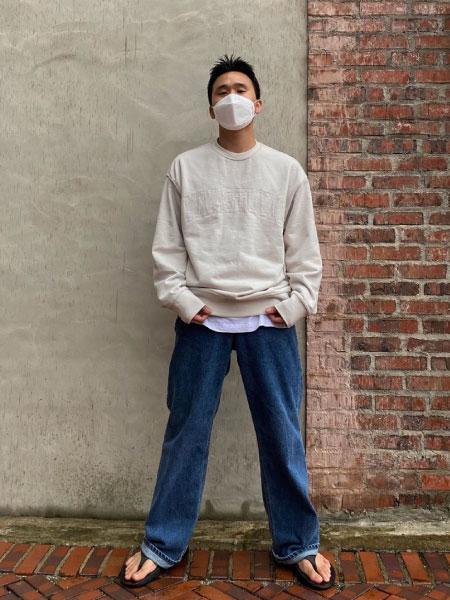 VIVASTUDIOのVIVASTUDIO/(U)COLLEGE OUTLINE CREWNECKを使ったコーディネートを紹介します。|Rakuten Fashion(楽天ファッション/旧楽天ブランドアベニュー)1075645