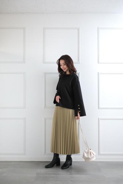 clearのフェイクレザープリーツスカートを使ったコーディネートを紹介します。|Rakuten Fashion(楽天ファッション/旧楽天ブランドアベニュー)1081999