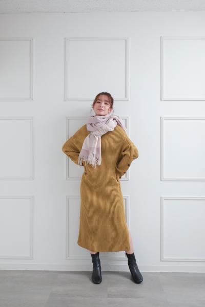 clearの袖口ボタンニットロングワンピースを使ったコーディネートを紹介します。|Rakuten Fashion(楽天ファッション/旧楽天ブランドアベニュー)1082098
