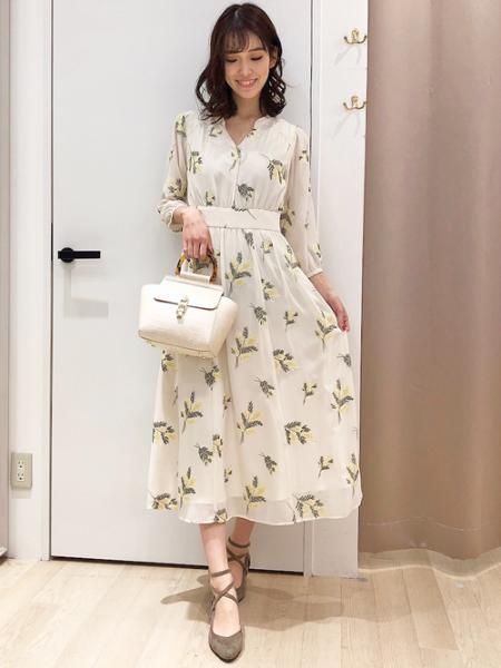 Noelaのゴールドヒールパンプスを使ったコーディネートを紹介します。 Rakuten Fashion(楽天ファッション/旧楽天ブランドアベニュー)1082282