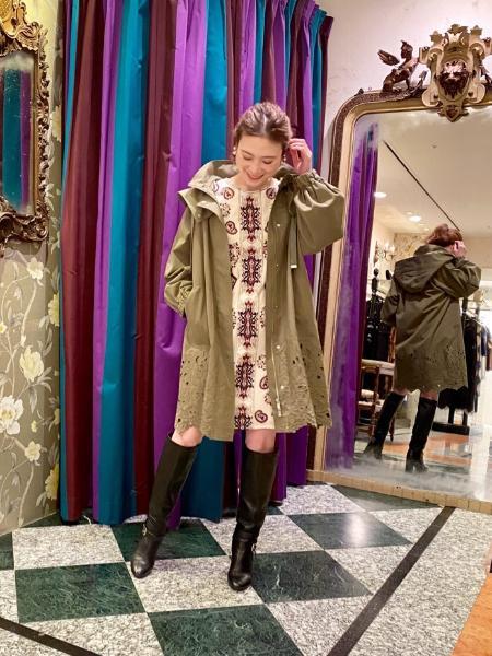 GRACE CONTINENTALのフーテッドカットワークコートを使ったコーディネートを紹介します。|Rakuten Fashion(楽天ファッション/旧楽天ブランドアベニュー)1083522