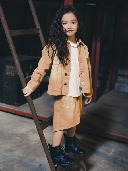BRANSHESの飛ばしペンキスカートを使ったコーディネートを紹介します。|Rakuten Fashion(楽天ファッション/旧楽天ブランドアベニュー)1083982