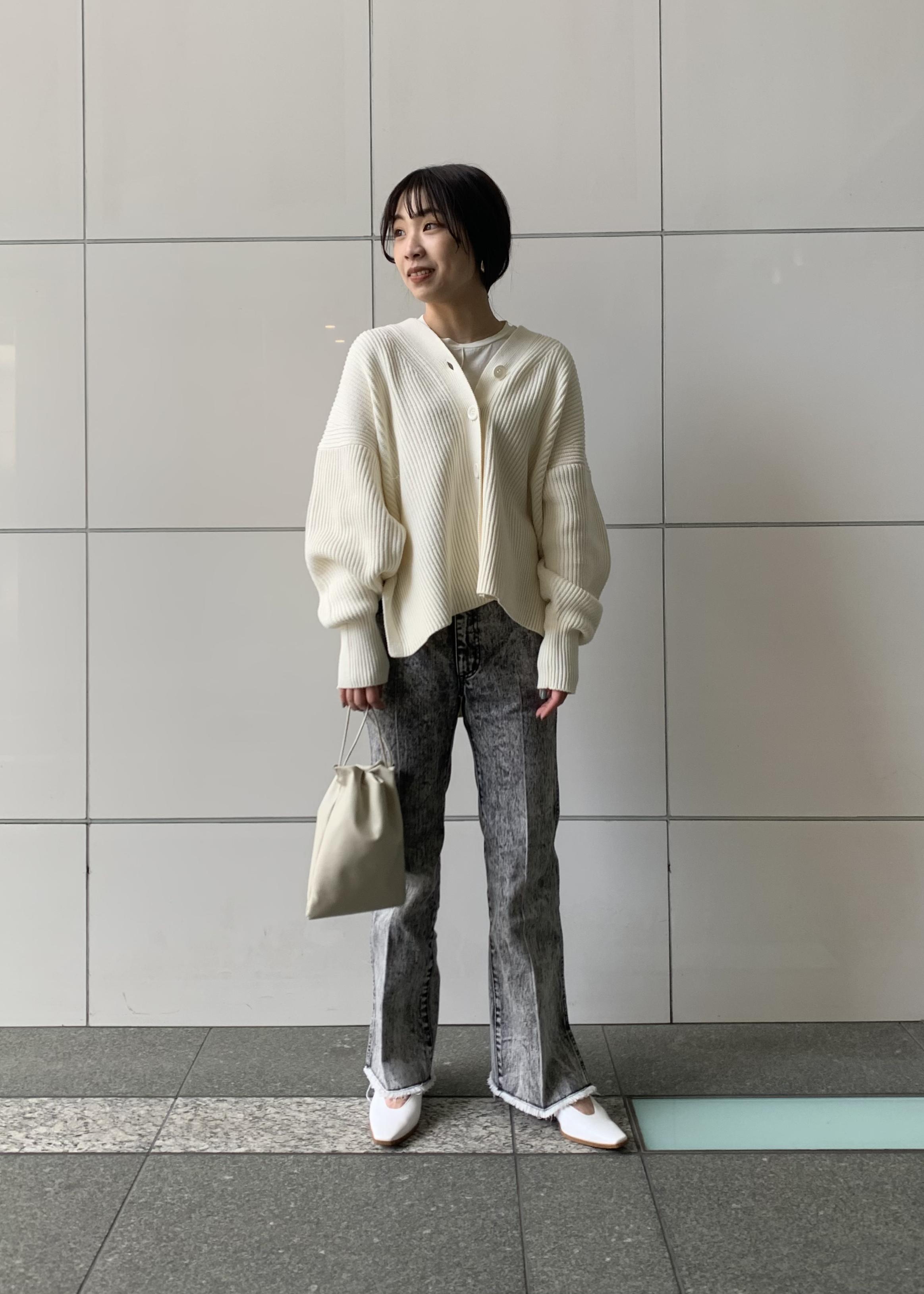 ADAM ET ROPE'の【セットアップ対応】センタープレスフレアデニムを使ったコーディネートを紹介します。 Rakuten Fashion(楽天ファッション/旧楽天ブランドアベニュー)1086483
