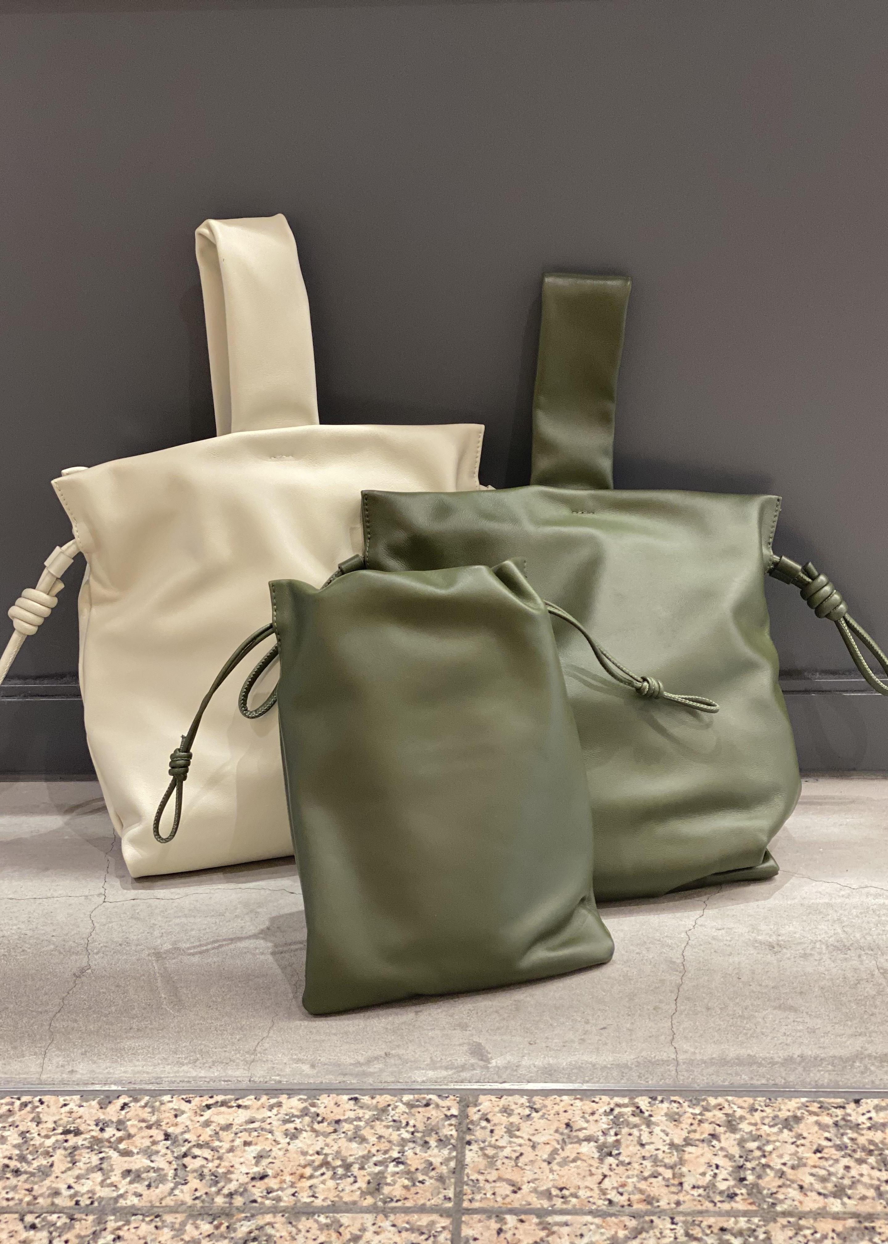 ADAM ET ROPE'のレザー巾着ミディアムバッグを使ったコーディネートを紹介します。|Rakuten Fashion(楽天ファッション/旧楽天ブランドアベニュー)1086532
