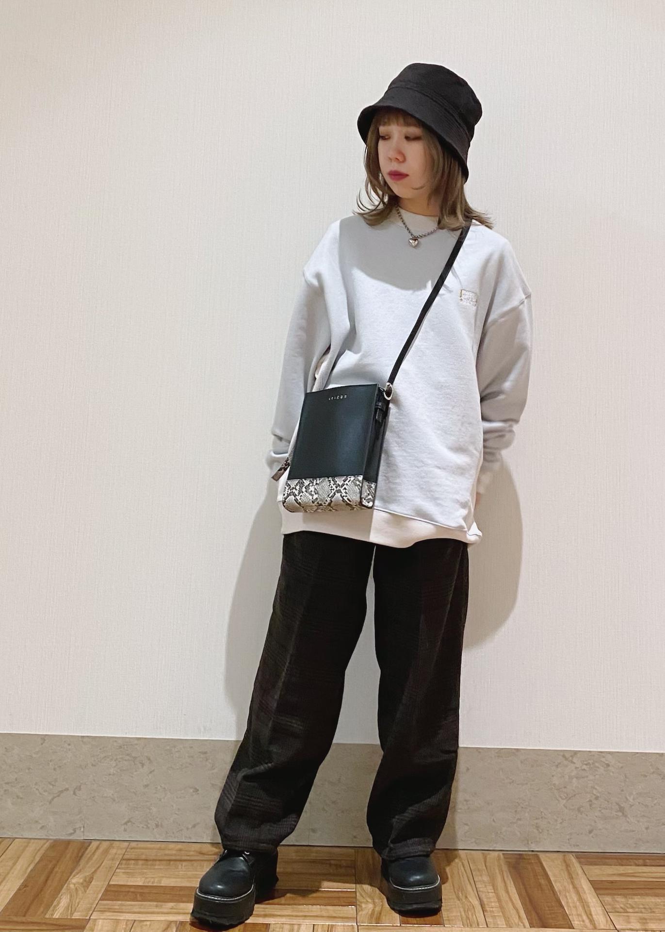 JUNRedのSCREEN STARS刺繍モックスウェットを使ったコーディネートを紹介します。|Rakuten Fashion(楽天ファッション/旧楽天ブランドアベニュー)1086655