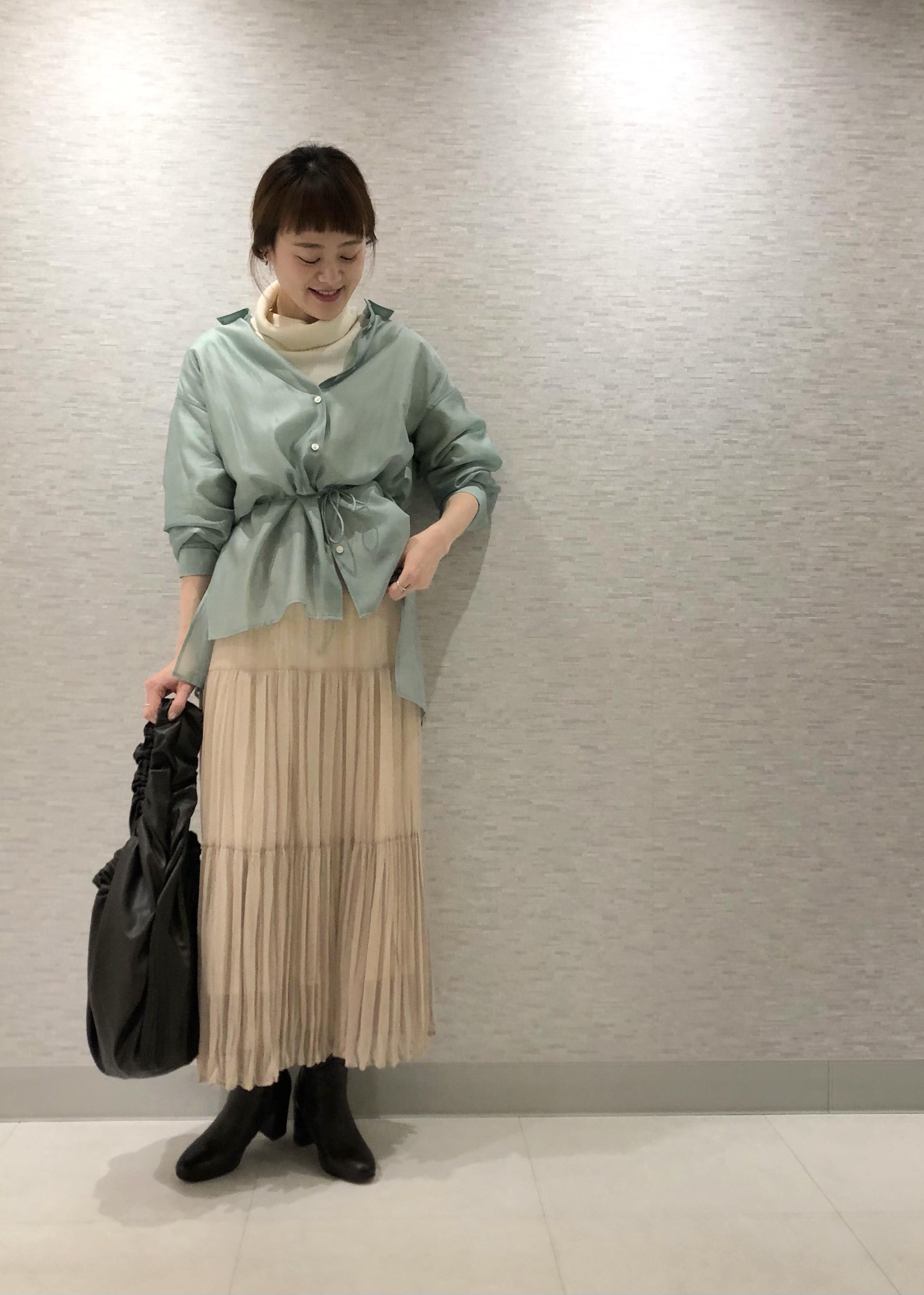 ROPE'の【ドラマ着用】【洗える】3WAYバックスリットシアーシャツを使ったコーディネートを紹介します。|Rakuten Fashion(楽天ファッション/旧楽天ブランドアベニュー)1086884