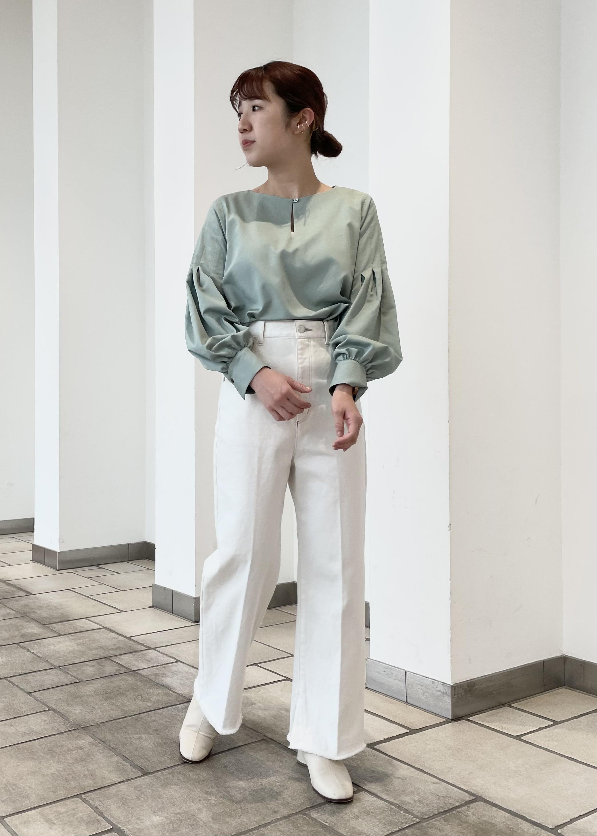 SALON adam et rope'のセミフレアデニムパンツを使ったコーディネートを紹介します。 Rakuten Fashion(楽天ファッション/旧楽天ブランドアベニュー)1087091