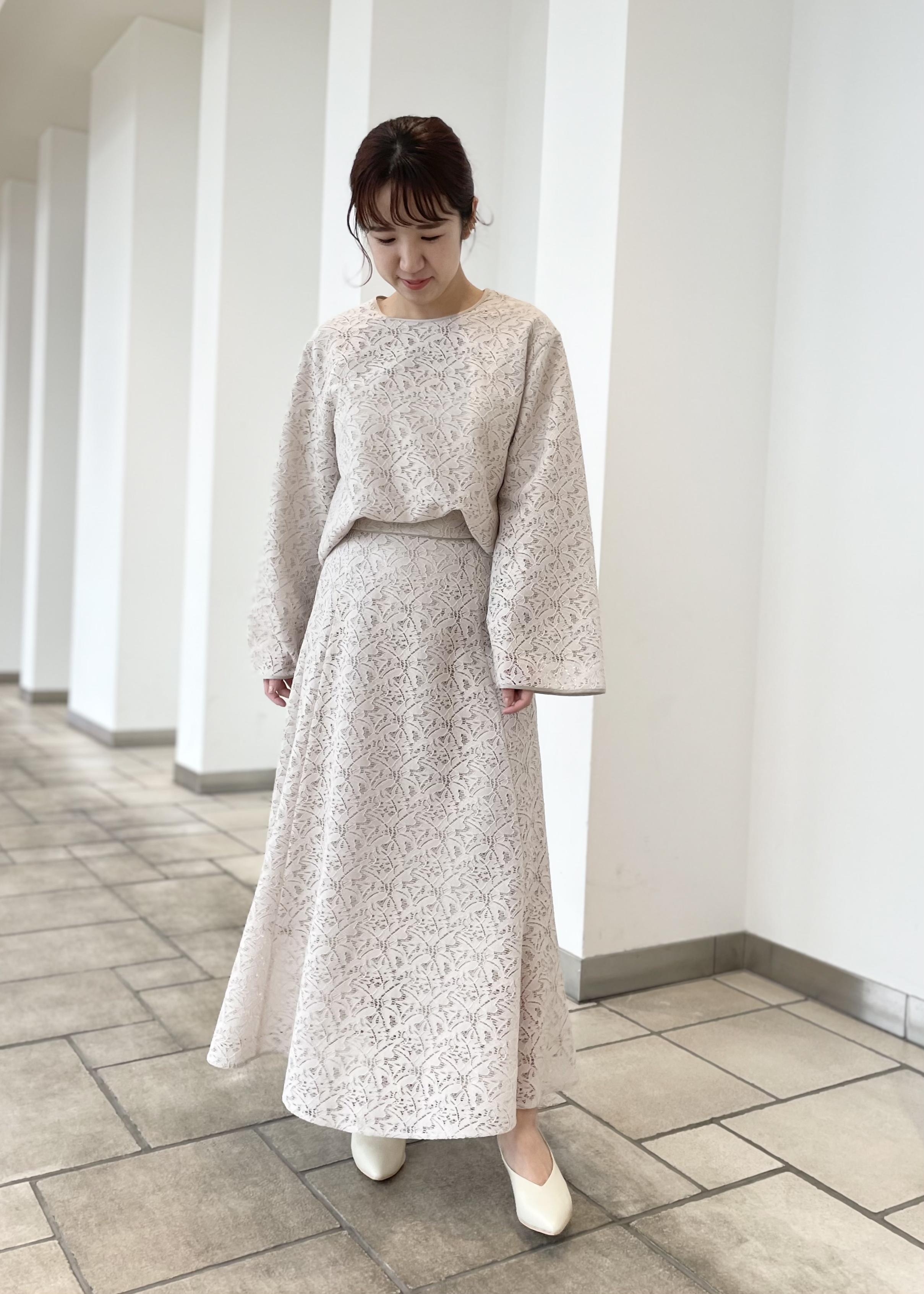 SALON adam et rope'の【セットアップ対応】エコレースフレアスリーブブラウスを使ったコーディネートを紹介します。|Rakuten Fashion(楽天ファッション/旧楽天ブランドアベニュー)1087092