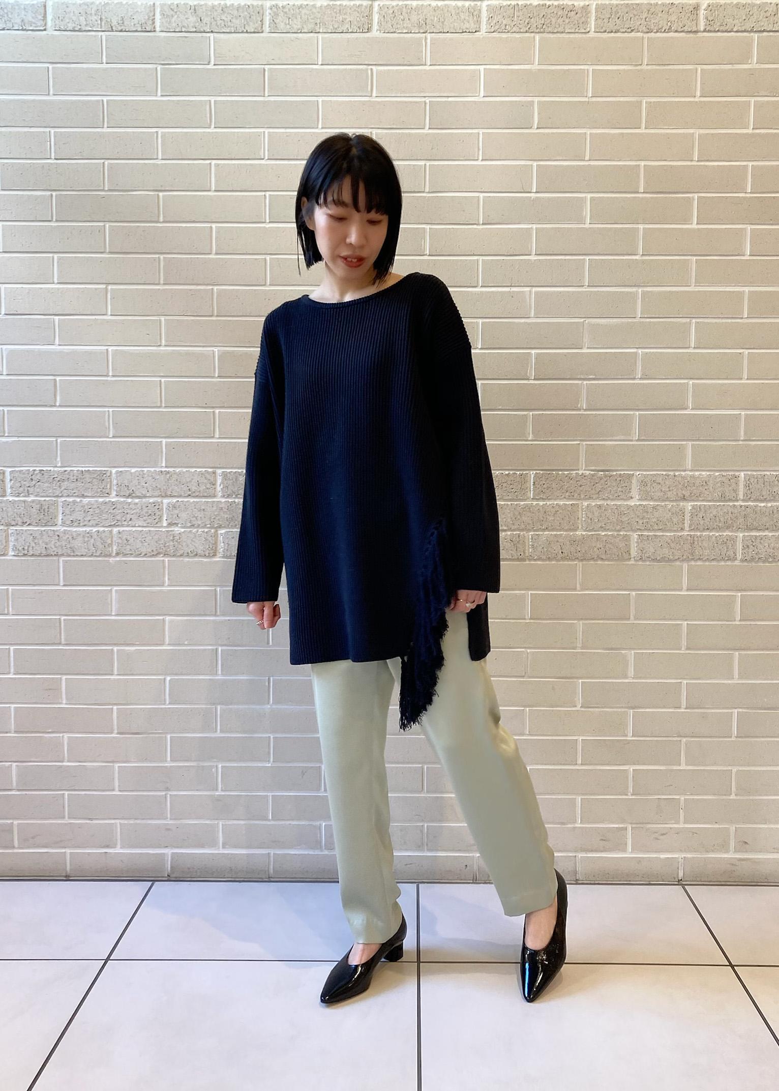 SALON adam et rope'の【店頭人気アイテム!】シャイニーカラーテーパードパンツを使ったコーディネートを紹介します。|Rakuten Fashion(楽天ファッション/旧楽天ブランドアベニュー)1087116