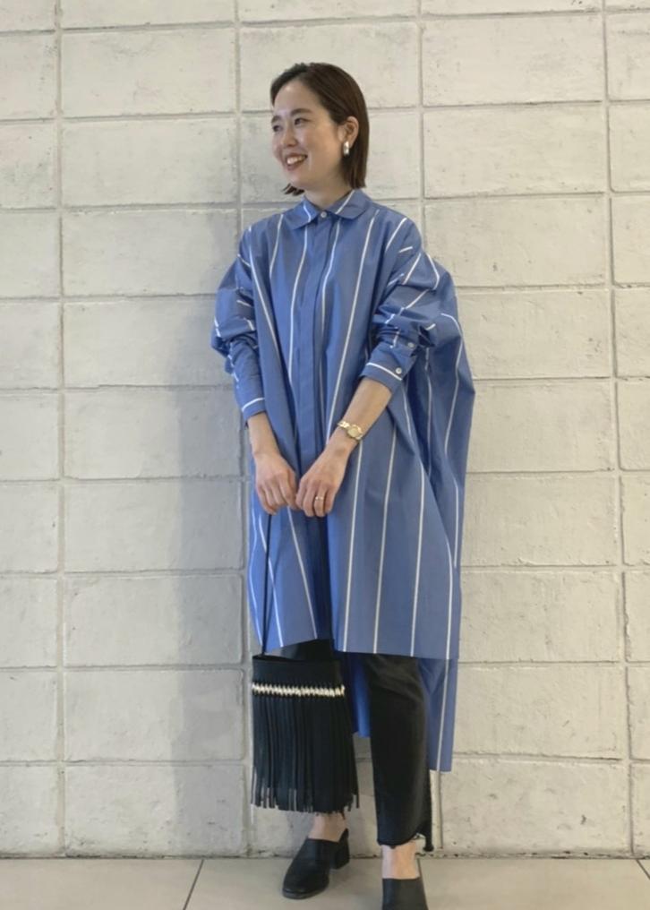 ADAM ET ROPE'の<洗える>ボリュームシルエットシャツワンピースを使ったコーディネートを紹介します。|Rakuten Fashion(楽天ファッション/旧楽天ブランドアベニュー)1088256