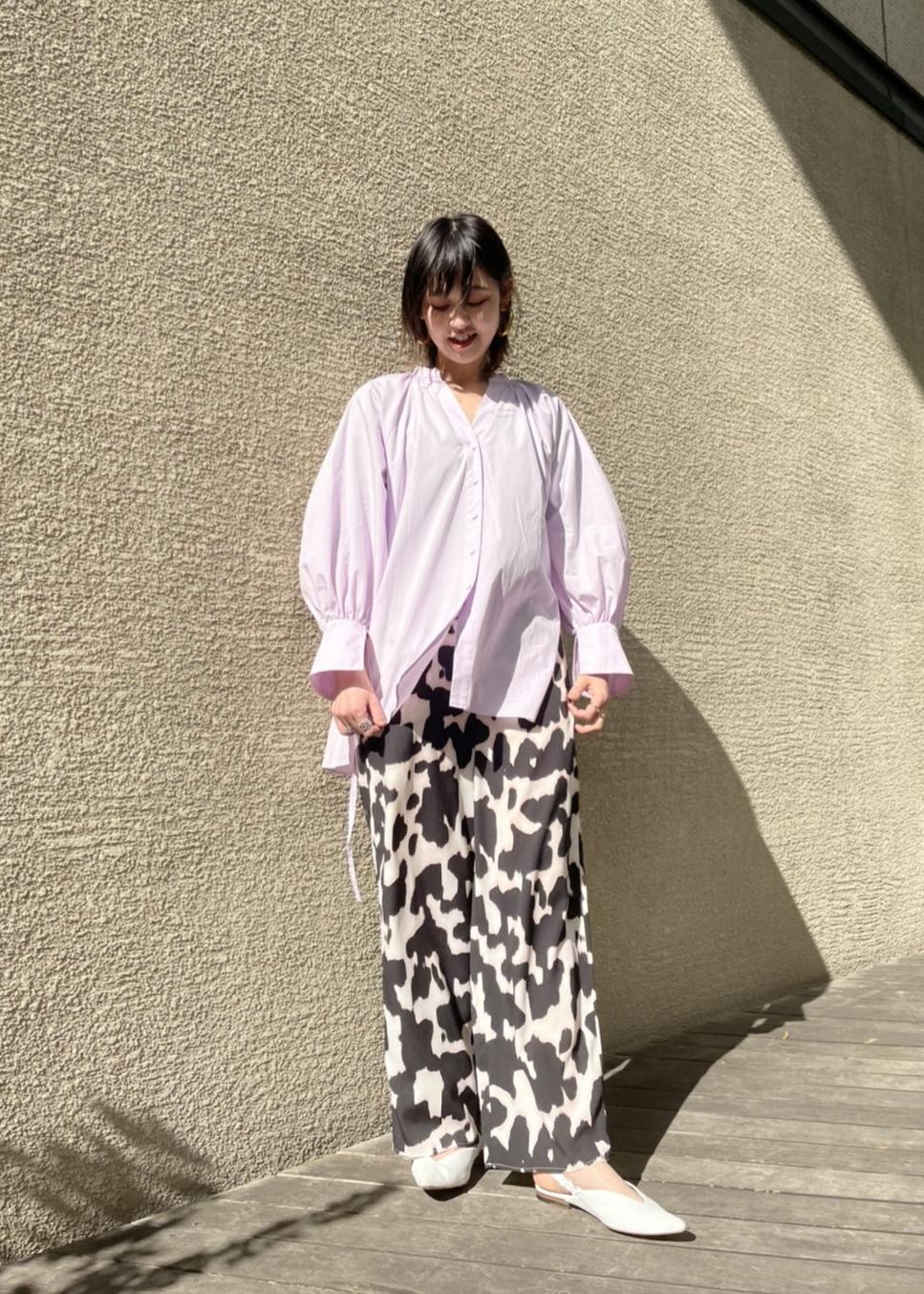 ADAM ET ROPE'のデシンプリントイージーパンツを使ったコーディネートを紹介します。|Rakuten Fashion(楽天ファッション/旧楽天ブランドアベニュー)1088262