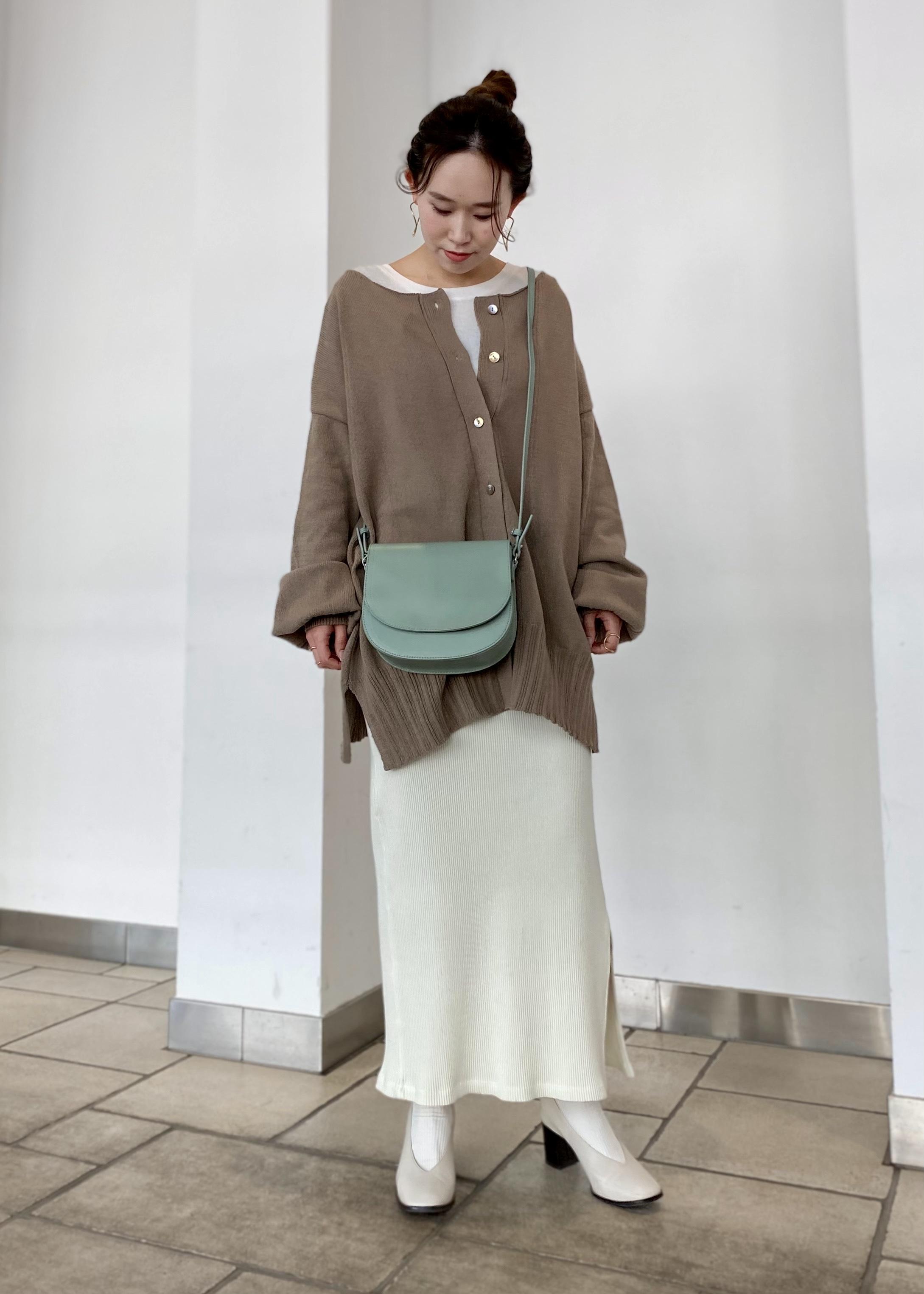 SALON adam et rope'の2WAYワイドプルオーバーを使ったコーディネートを紹介します。 Rakuten Fashion(楽天ファッション/旧楽天ブランドアベニュー)1088936