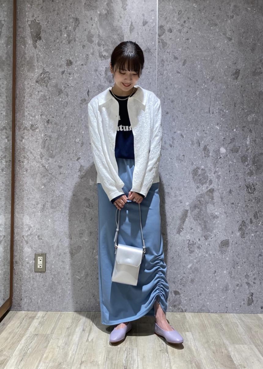 ROPE'のフラワージャガードブラウスを使ったコーディネートを紹介します。 Rakuten Fashion(楽天ファッション/旧楽天ブランドアベニュー)1090361