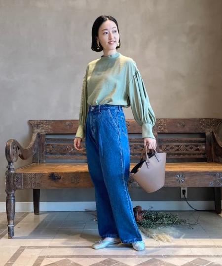 BEAMS LIGHTSのBEAMS LIGHTS / タック ワイド デニムを使ったコーディネートを紹介します。|Rakuten Fashion(楽天ファッション/旧楽天ブランドアベニュー)1087642