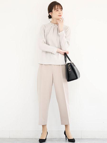 MK MICHEL KLEINの【制菌加工/洗える】ベーシックテーパードパンツを使ったコーディネートを紹介します。 Rakuten Fashion(楽天ファッション/旧楽天ブランドアベニュー)1089905